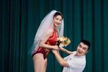 奥运冠军何雯娜晒婚纱照,一双长腿抢镜,大她7岁老公满脸幸福