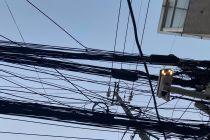 万家灯火熄灭时:爬高压电线自杀的人得救,癌症病人失去呼吸